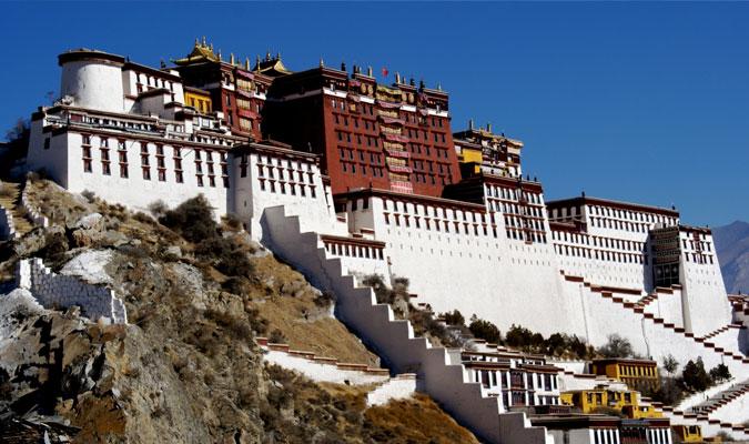 hilltop-monastery-in-ladakh